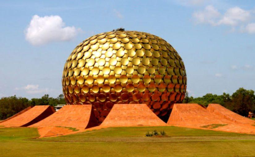 Les Cités Utopiques (Auroville, Slab City, Bombay Beach)